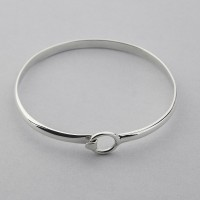Classic Bangle with Circle Clasp