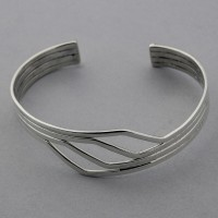 Solid Wave Bangle